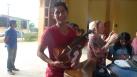 la entrega de los instrumentos con Helena - muy contentos con los nuevos instrumentos